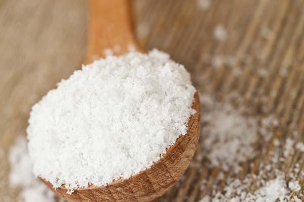 Người bệnh giảm lượng muối ăn trong thực đơn