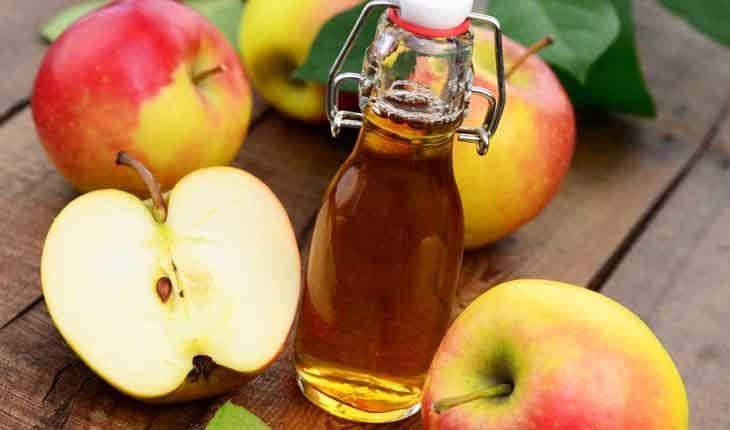 Hãy đặt sẵn một lọ giấm táo vào bồn rửa mặt của bạn, mỗi buổi sáng trước khi đánh răng hãy súc miệng qua một lần với giấm táo, hàm răng của bạn sẽ ngày càng sáng bóng và chắc khỏe.