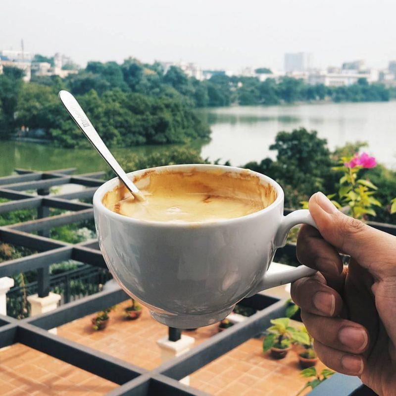 Từ Giảng Cafe có thể ngắm Hồ siêu đẹp