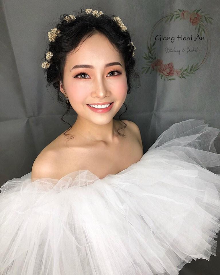 Giang Hoai An makeup store