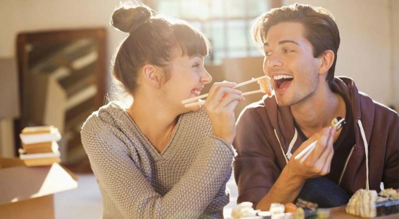 Cùng đi ăn và trò chuyện