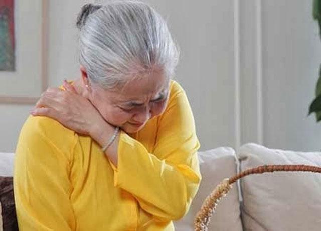 Rất nhiều bệnh nhân đủ mọi lứa tuổi tìm đến GS Trần Ngọc Ân thăm khám