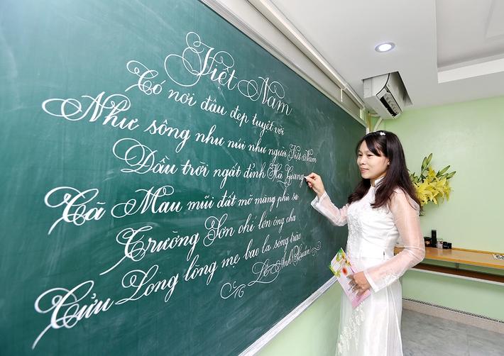 Giáo viên viết chữ sạch đẹp