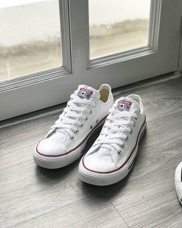 Để tạo được sự thuận lợi khi mua sắm, cửa hàng giày 2hand Xì Phố còn thường xuyên cập nhật nhiều mẫu mã mới để bạn có thêm nhiều lựa chọn phù hợp với bản thân.