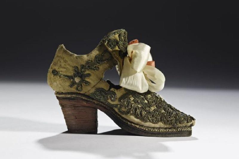 Giày cao gót của đàn ông phương Tây