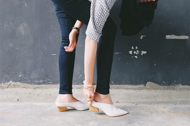Những đôi giày kiểu này rất hợp với các nàng có bàn chân to bè hoặc thô.