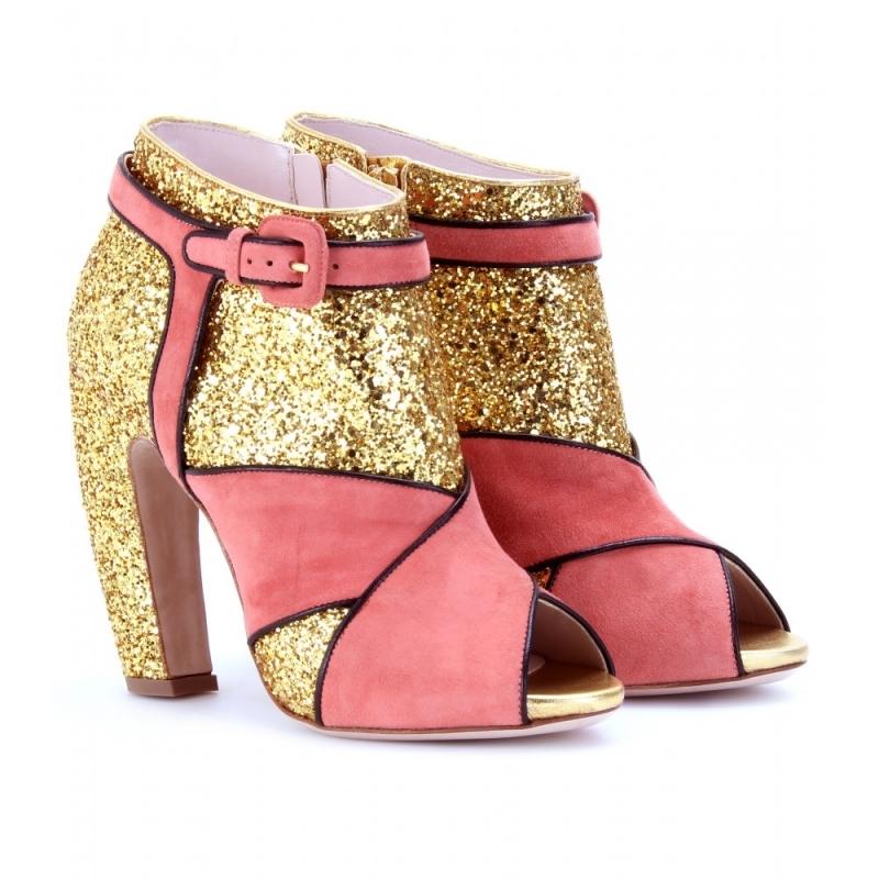 Giày của Miu Miu nghiêng về một phong cách khá độc đáo