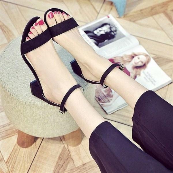 Với kiểu dáng đơn giản, nhẹ nhàng và rất thoải mái cho đôi chân của bạn.