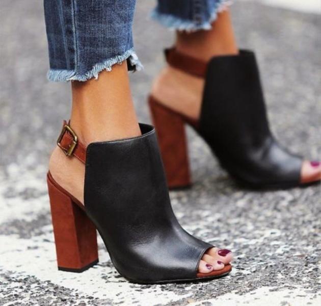 Mẫu giày này được các tín đồ thời trang yêu thích nhờ vẻ đẹp pha trộn giữa cổ điển và hiện đại.