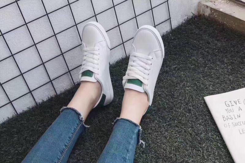 Giày bata trẻ trung năng động.