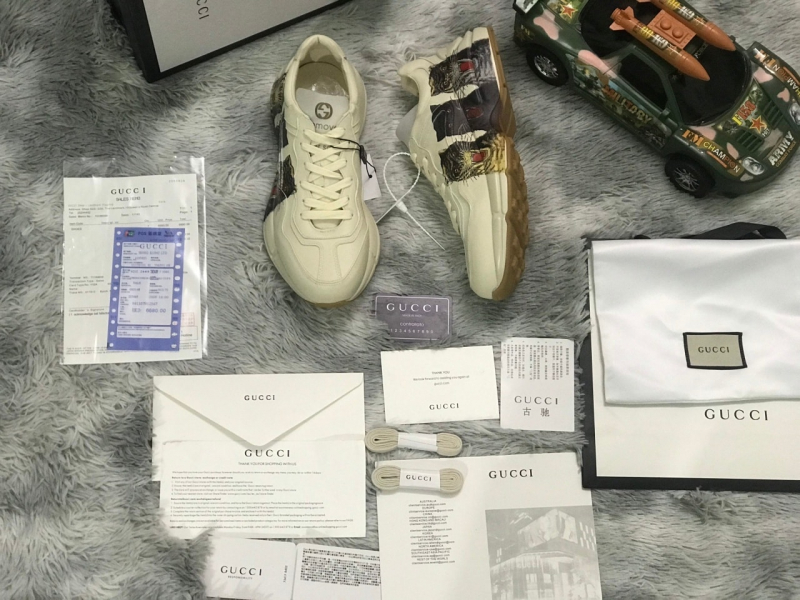 Tài Sneaker