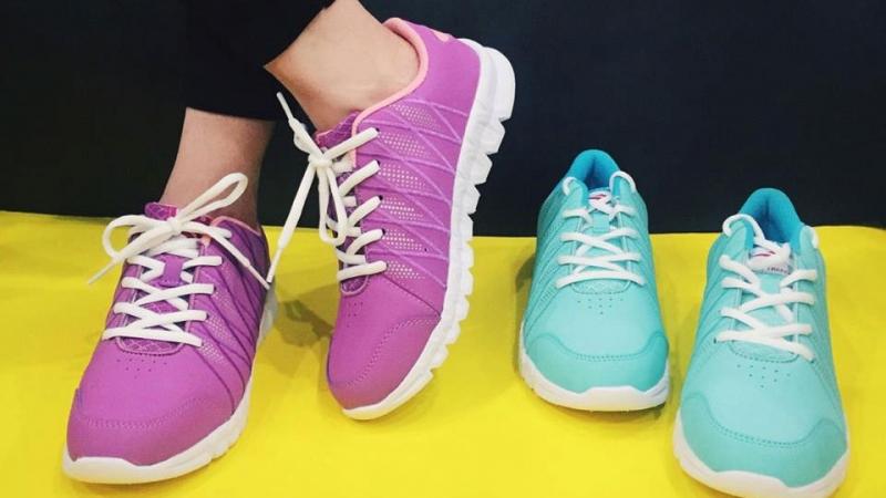 Một kiểu giày sneaker cho nữ
