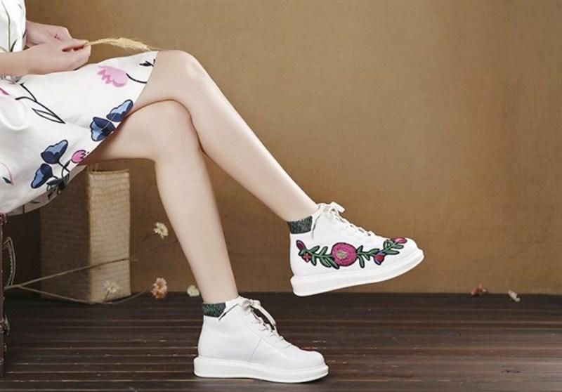 Một đôi giày đáng yêu như thế này, hẳn các nàng khó lòng bỏ qua phải không?
