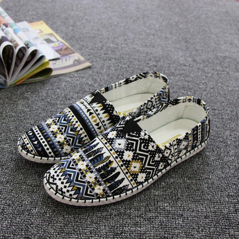Giày thổ cẩm