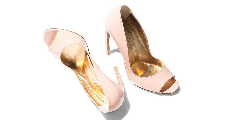 Nổi bật nhất là những mẫu giày có