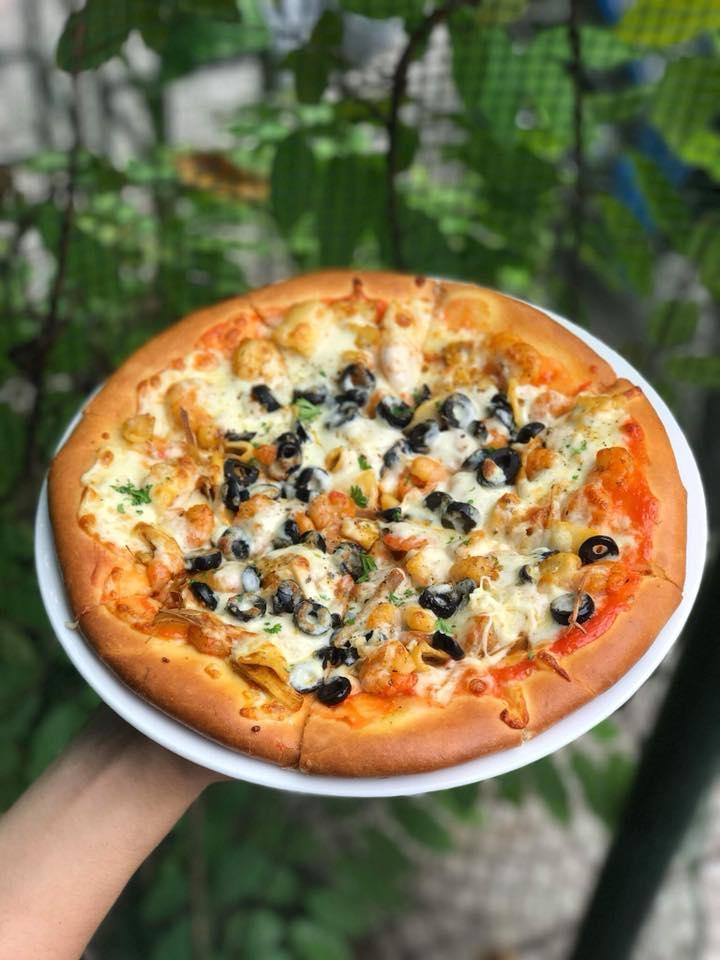 Một chiếc bánh pizza đầy đặn với hương vị tuyệt hảo