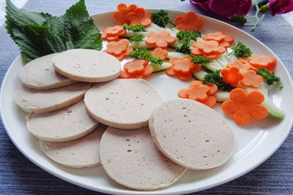 Thưởng thức món giò gà được làm từ thịt gà  thơm ngon, đặc trưng