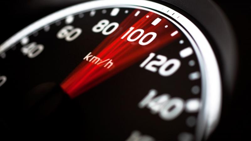 Hãy giữ đều tốc độ lái xe