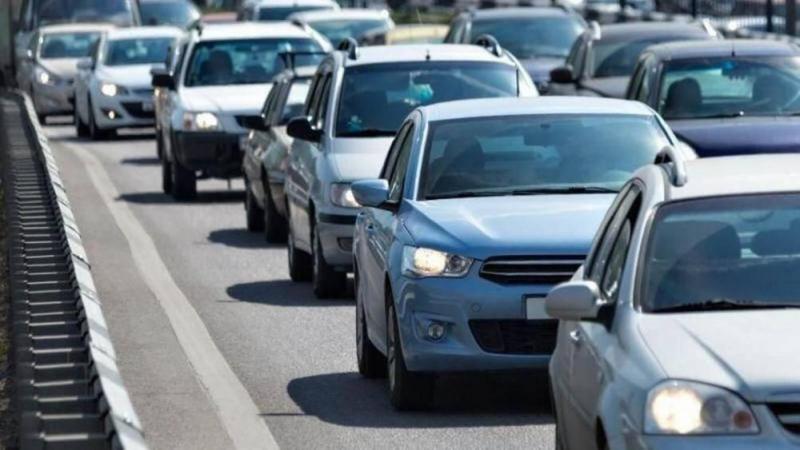 Cần giữ khoảng cách an toàn với xe trước và xe sau