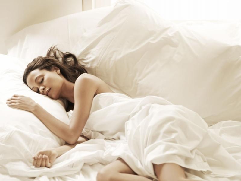 Mặc quần áo quá chật khi ngủ