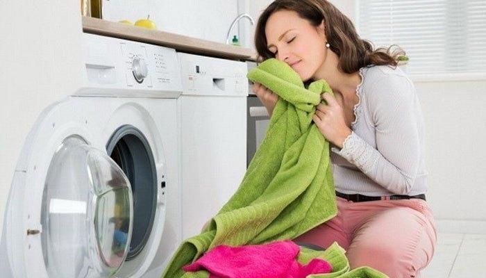 Khăn tắm chính là vật dụng thường xuyên tiếp xúc trực tiếp với da mặt nên luôn phải giữ sạch sẽ.
