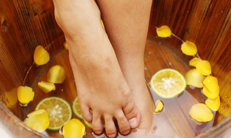 Bàn chân mềm mại nếu được chăm sóc thường xuyên và sử dụng chanh hàng ngày