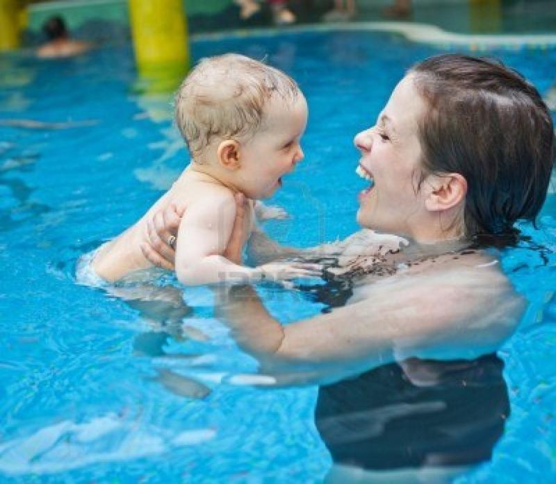 Giúp con làm quen với môi trường nước với tốc độ riêng của mình