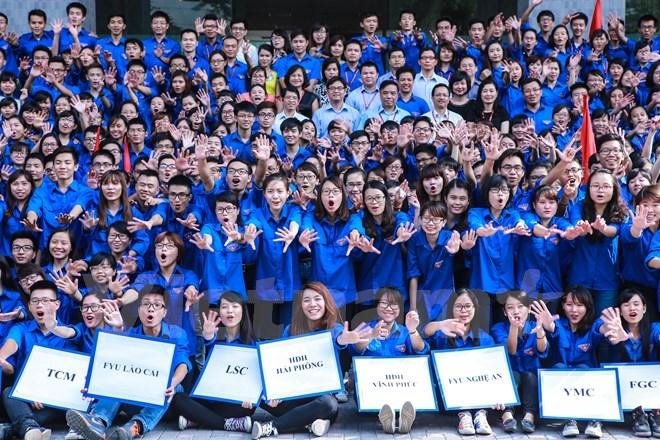 Từ những con người xa lạ đến từ nhiều trường CĐ, ĐH khác nhau nhưng qua các chiến dịch tình nguyện họ thân thiết, gắn bó như những người bạn lâu năm.