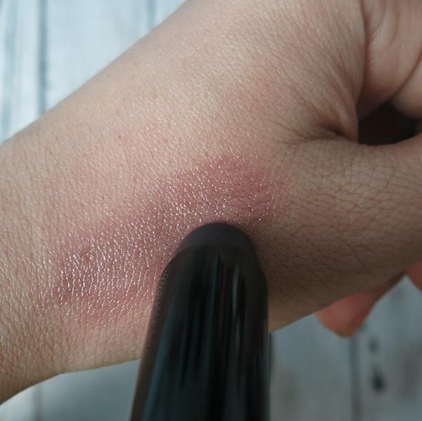Swatch lên tay của son dưỡng Givenchy ( nguồn internet)