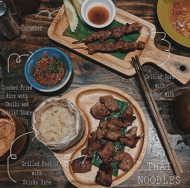 heo nướng xiên kèm sốt Thái đặc biệt
