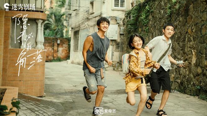 Góc khuất bí mật được chuyển thể từ tiểu thuyết Đứa trẻ hư của tác giả Tử Kim Trần.