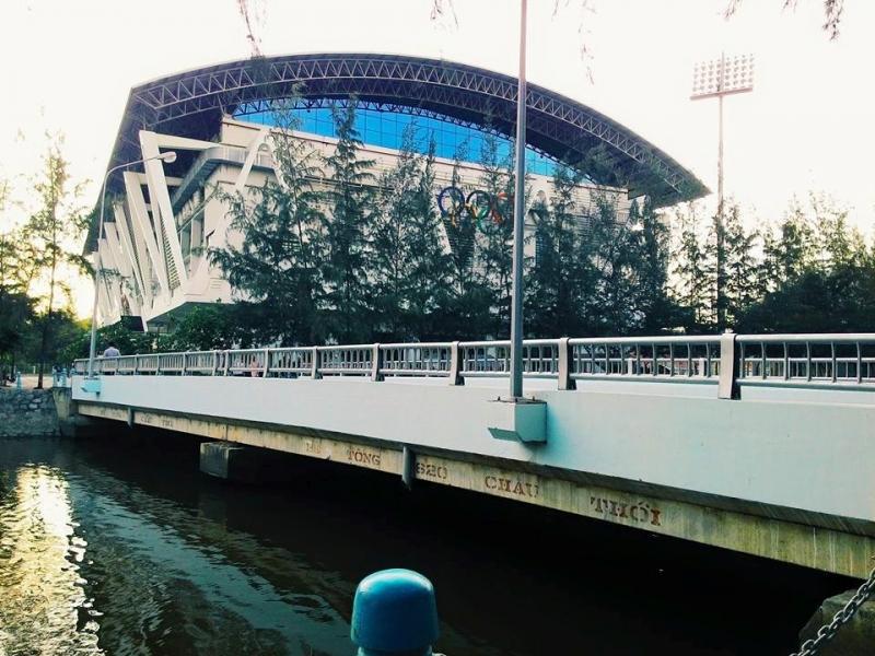 Cây cầu nối hai bờ yêu thương