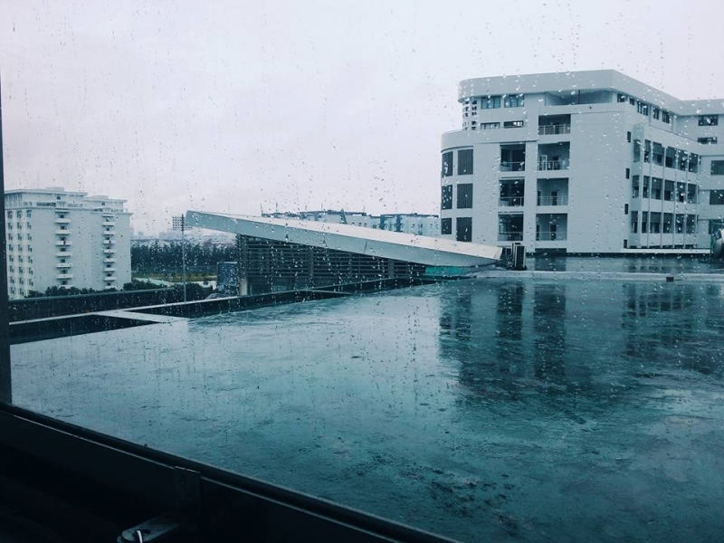 Ngôi trường vào những ngày mưa