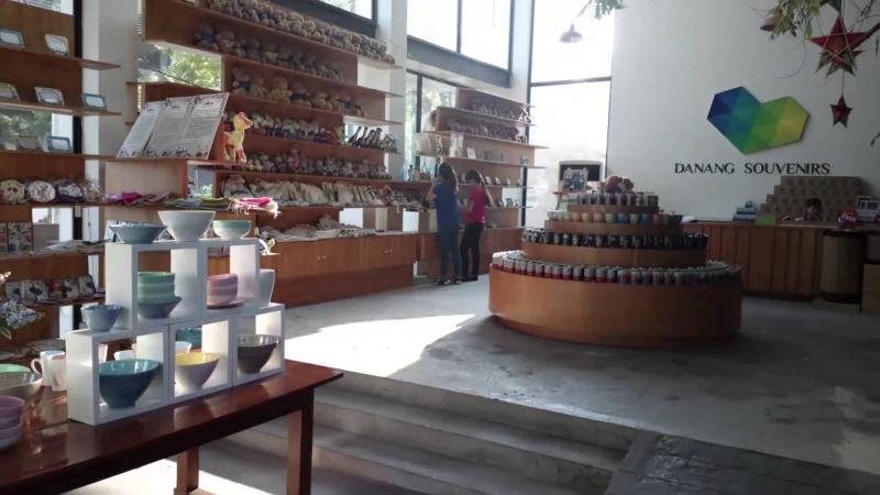 Một góc không gian rộng rãi của Danang Souvenirs And Cafe