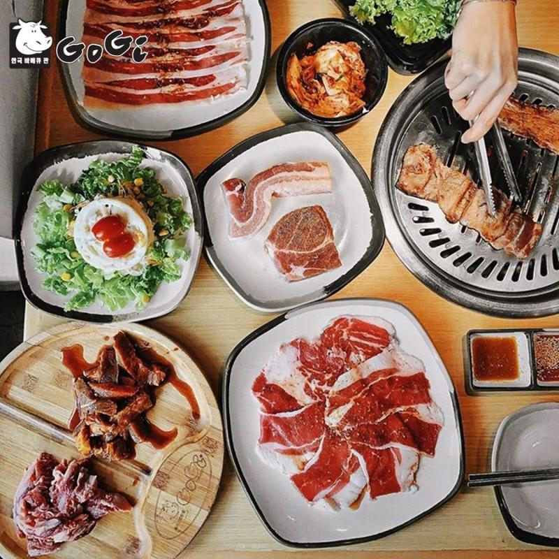 Bàn ăn đầy hấp dẫn tại Gogi house