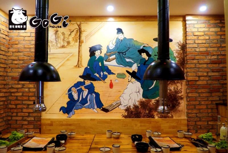 Không gian nhà hàng được trang trí bắt mắt