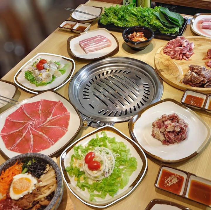 Menu có nhiều loại thịt gà, heo, bò nhưng các phần nướng từ thịt bò được thực khách nhà Gogi ưu ái hơn.