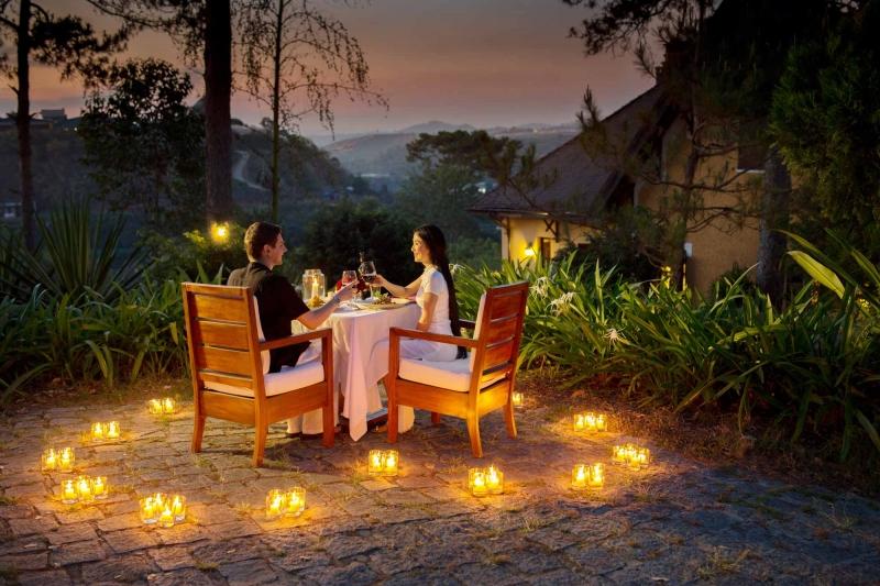 Một không gian ấm cúng, lãng mạn và bất ngờ để anh xã đón nhận niềm vui mới phải không nào?