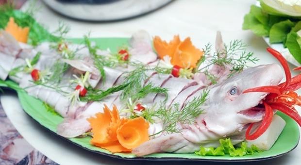Gỏi cá nhám là sự tổng hợp của rất nhiều hương vị độc đáo khác nhau