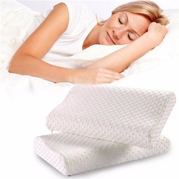Gối chống ngáy Memory Pillow với cấu tạo hình gợn sóng đặc biệt giúp nâng đỡ phần đầu và cổ, tạo cho bạn cảm giác thoải mái khi ngủ, hạn chế ngáy ngủ