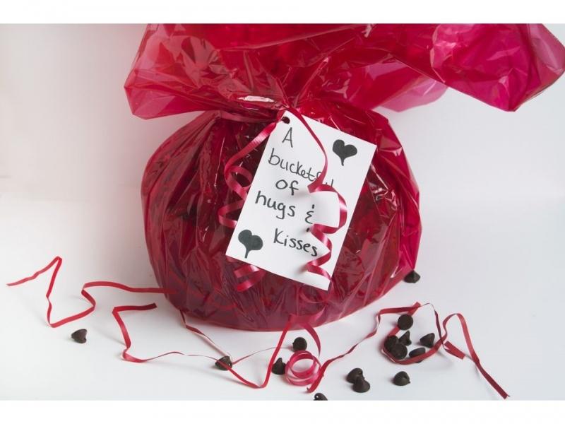 """Gói kẹo được """"biến tấu"""" cho ngày Valentine ý nghĩa."""