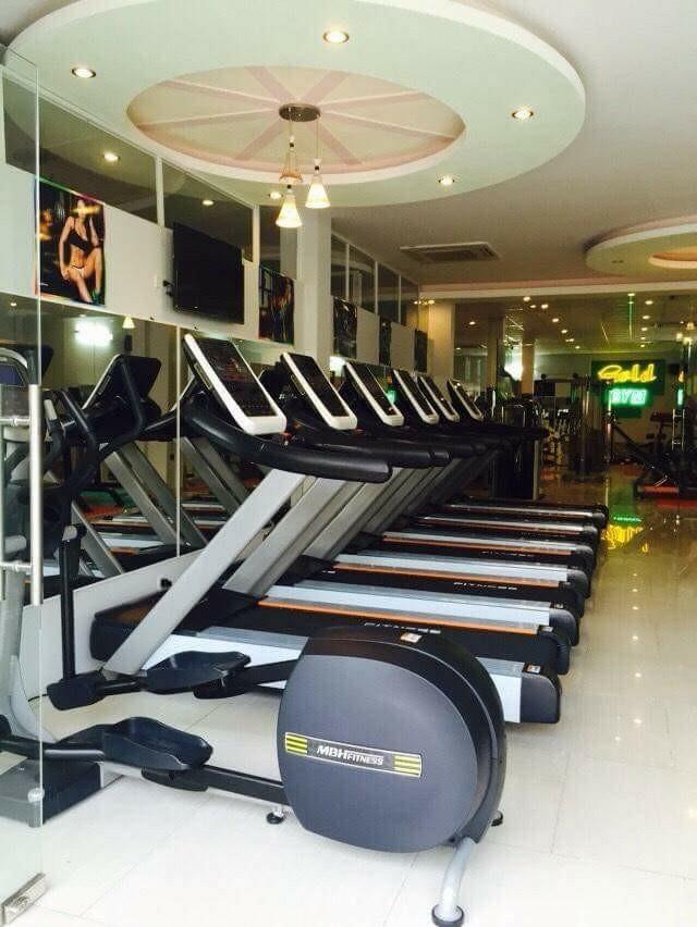 Phòng gym với dàn máy móc hiện đại và trang trọng