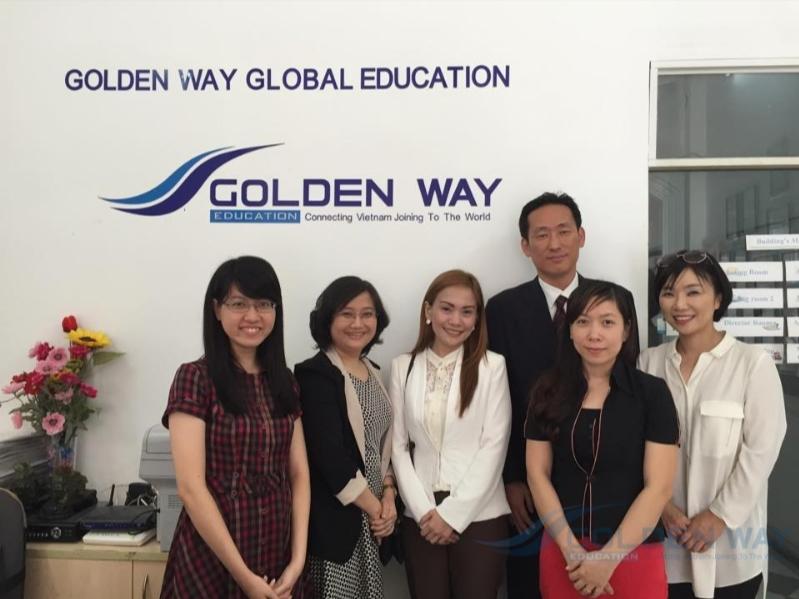 Đại diện trường Tohoku về thăm GOLDENWAY