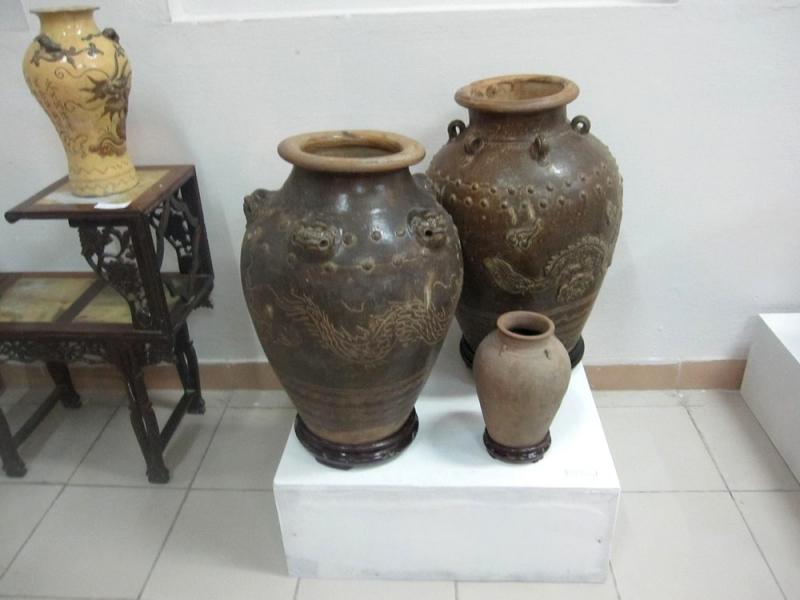 Cũng là một làng gốm theo phong cách Champa cổ, làng gốm Bình Định có quy mô tương đối lớn, nhiều sản phẩm đa dạng, mẫu mã tinh tế và chất lượng.