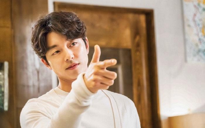 Ngoài những giây phút lạnh lùng khi làm Kim Shin, Gong Yoo lúc nào cũng là