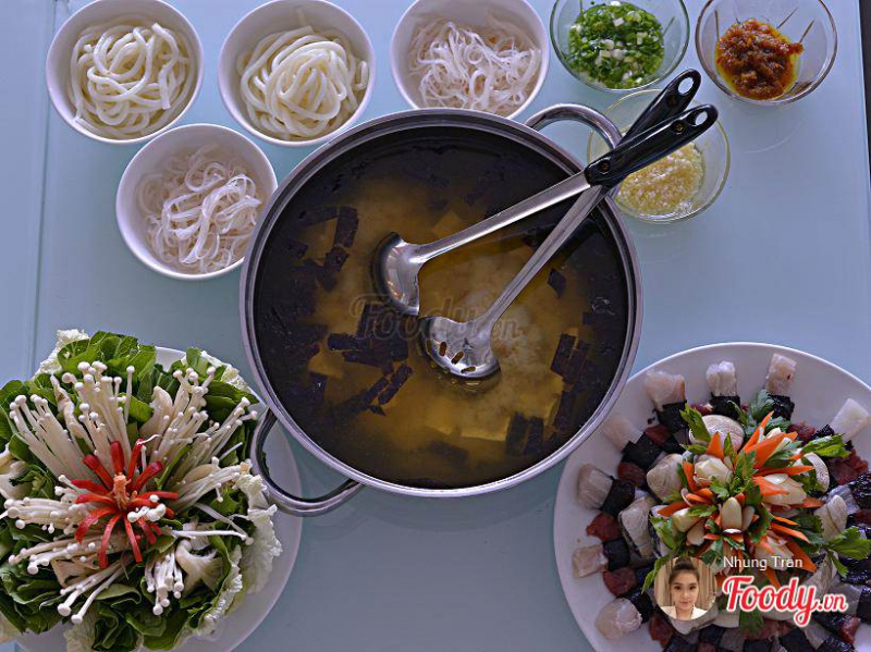 Diverse menu, including European dishes such as pizza, salads, soups ...