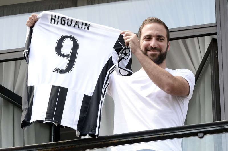 Gonzalo Higuain: Napoli sang Juventus, 2016 giá 75.3 triệu bảng