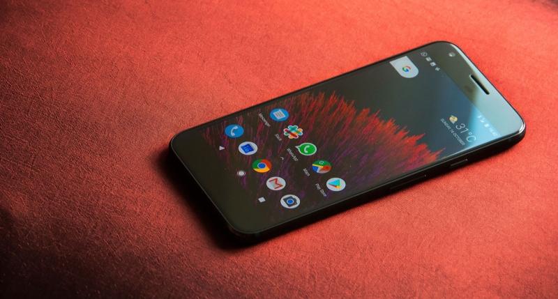 Google Pixel XL là bản kích thước to hơn của Google Pixel