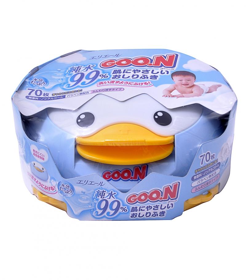 Giấy ướt mềm mịn và dai, không cồn và không tẩm hương liệu nên bạn có thể hoàn toàn an tâm khi lựa chọn sử dụng cho da em bé.
