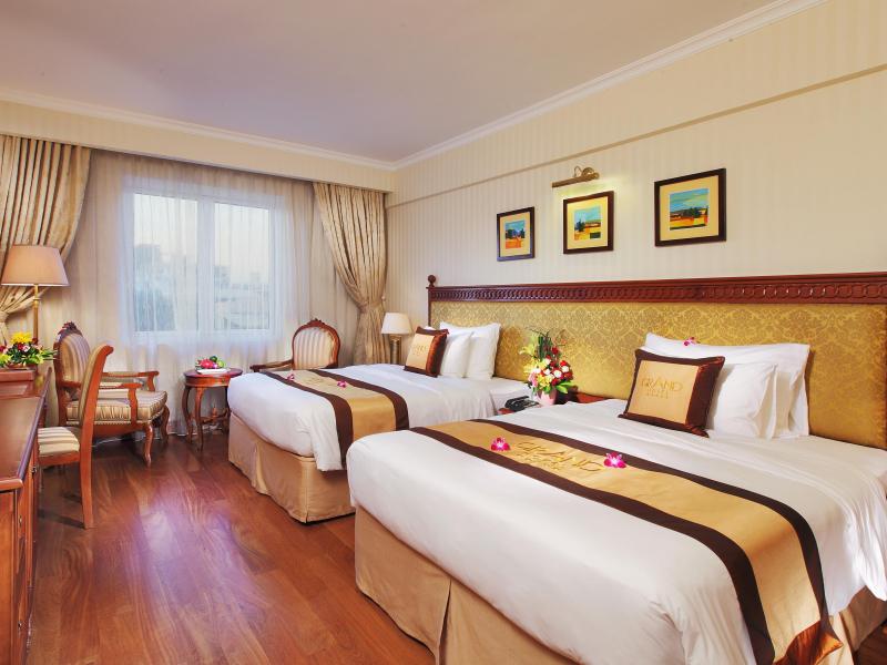 Phòng ngủ được trang trí ấm áp, sang trọng
